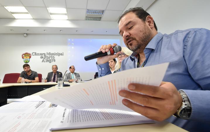 Reunião para debater o transporte público em Porto Alegre. Na foto, o representante do EPTC, Flávio Tumelero.