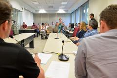 Reunião de Comissão sobre o compromisso da SMED com os prestadores de serviços terceirizados nas escolas.