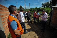 Visita a comunidade de Belém Velho junto de secretárias e lideranças para discutir problemas de saneamento básico na região. Na foto, o vereador e presidente da COSMAM, André Carus.