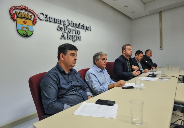Reunião para discutir a situação de abandono do Vivieiro Municipal de Porto Alegre. Na foto, os Vereadores, José Freitas, Nelsir Tessaro, André Carús, Hamilton Sossmeier e Paulo Brum.