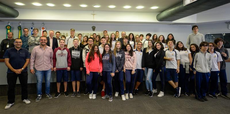 Comissão recebe o Colégio Adventista de Porto Alegre para debater novos modelos para a modernização do ensino.