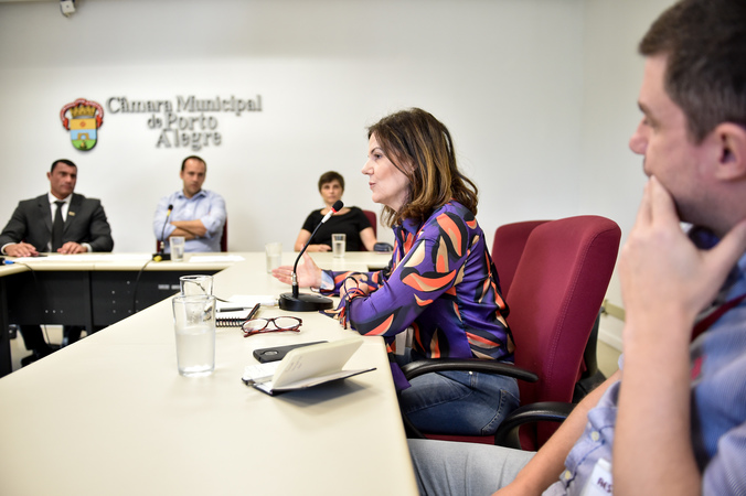 Ampliação dos serviços dos caps para dependentes quimicos. Presença da SMS e Associação São Carlos. Sra. Arlete Franck
