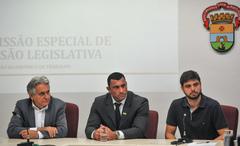 Primeira reunião da Comissão Especial de Revisão Legislativa.  Na foto, os vereadores, Nelcir Tessaro, Comissário Rafão Oliveira e Felipe Camozzato.