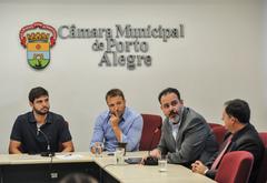 Primeira reunião da Comissão Especial de Revisão Legislativa. Na foto, os vereadores, Felipe Camozzato, Mendes Ribeiro, Ricardo Gomes (ao microfone) e Halminton Sossmeier.