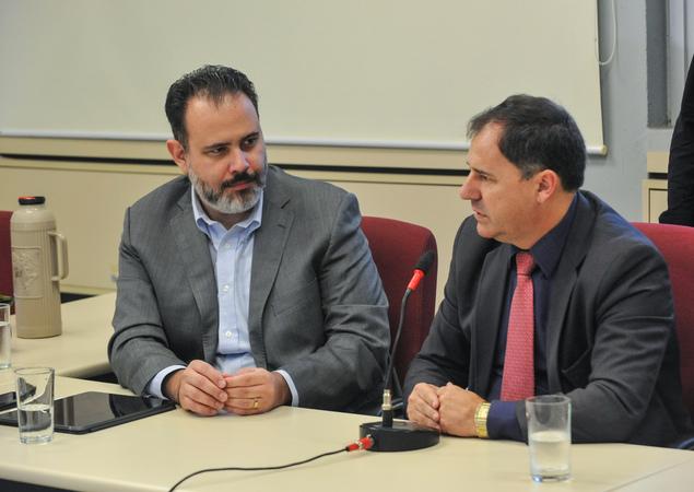 Primeira reunião da Comissão Especial de Revisão Legislativa.Na foto, os vereadores, Ricardo Gomes e Halminton Sossmeier (ao microfone).