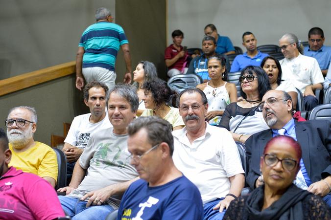 Período de Comunicações sobre os 30 anos da implantação do Orçamento Participativo em Porto Alegre. Público das galerias acompanha a sessão.