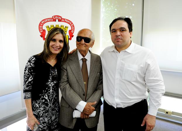 Presidência - Presidente Thiago Duarte recebe Pedro Américo Leal em 2013 em uma de suas últimas visitas à Câmara Municipal.  O Ex-Vereador Pedro Américo faleceu hoje. (Foto: Elson Sempé Pedroso/CMPA)