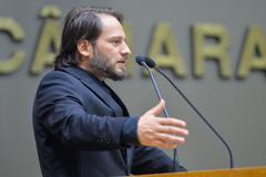 Luciano Fernandes, do Sated/RS, ocupou a tribuna nesta segunda-feira