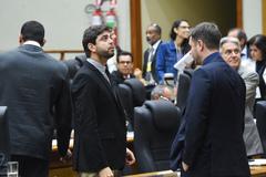 Vereador Felipe Camozzato (Novo) acompanha votação no plenário Otávio Rocha
