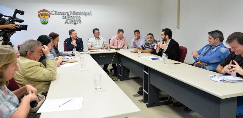 Reunião de Comissão sobre instituições de educação infantil de rede própria e conveniada.