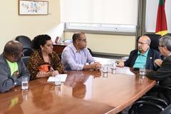 Alberto Terres e conselheiros de saúde (à esquerda) foram recebidos pelo vereador Reginaldo Pujol (c)