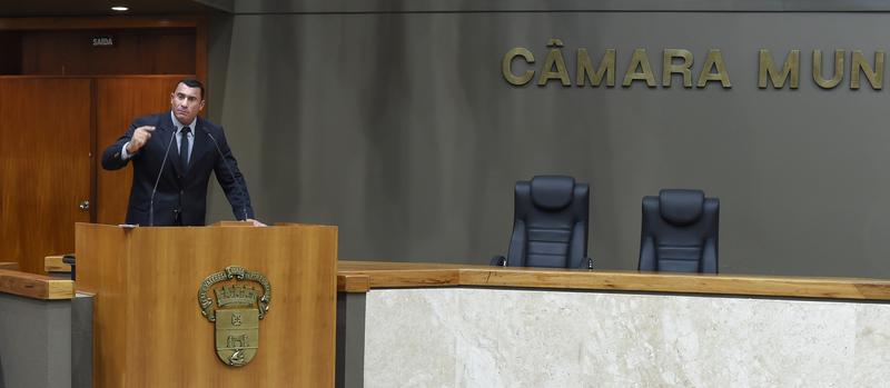 Movimentação de Plenário. Na foto: vereador Rafão Oliveira