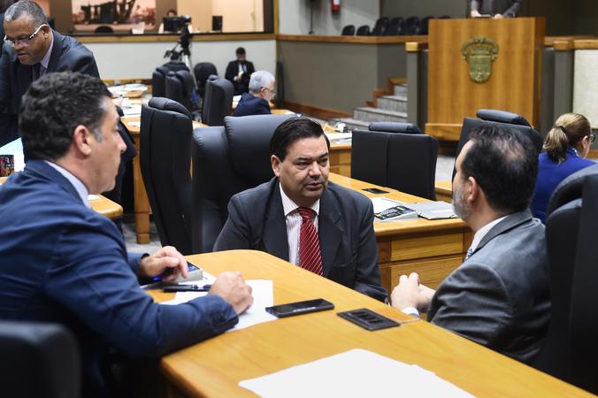 Movimentação de Plenário. Na foto: Vereadores Valter Nagelstein, Professor Wambert e Ricardo Gomes