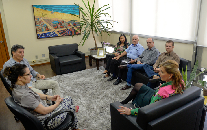 Presidente Mônica Leal recebe vereador Cassiá Carpes e representantes de jornais de bairro da Capital.