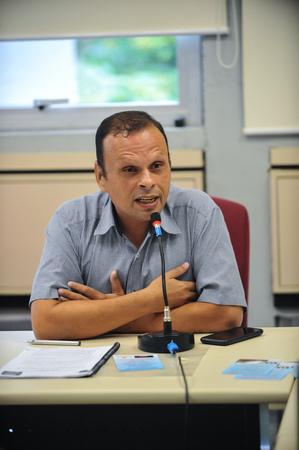 Reunião junto aos integrantes do Instituto Cultural Floresta. No microfone, Marcos Otton, presidente da Associação Conviver Melhor.