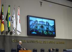 Vereador Nedel apresentou ao plenário fotos da última edição dos Caminhos de Porto Alegre