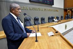 Na tribuna da Câmara Municipal, Ventura destacou obra que deverá atender jovens ociosos