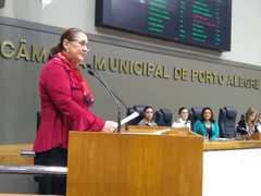 Vereadora Lourdes no Plenário em homenagem às mães
