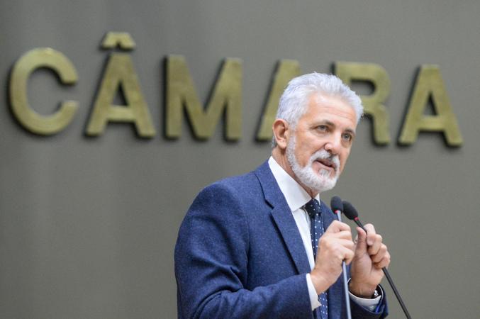 Movimentações no Plenário. Na foto, o vereador Engenheiro Comassetto.