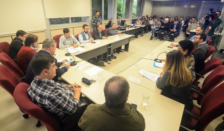 Reunião de chamamento público para operacionalização dos Pronto Atendimentos Bom Jesus e Lomba do Pinheiro.