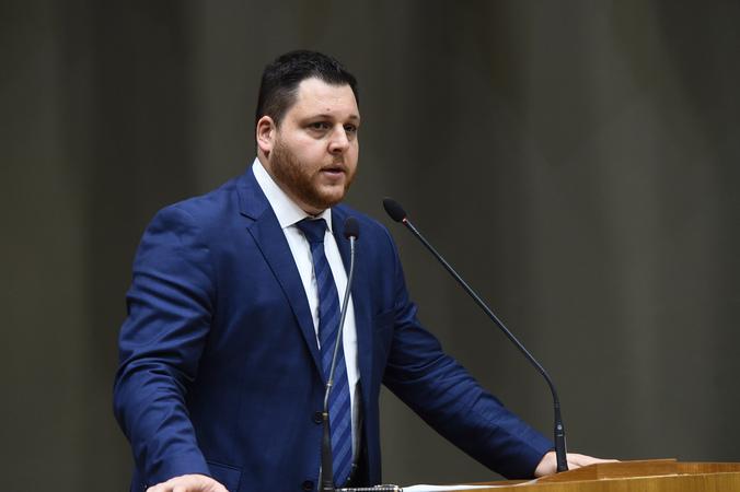 Sessão Solene em homenagem aos 71 anos da declaração de independência do Estado de Israel. Na foto, o presidente da Federação Israelita Sebastian Watenberg