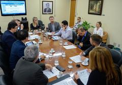 Presidente Mônica Leal coordena a Reunião da Mesa Diretora.