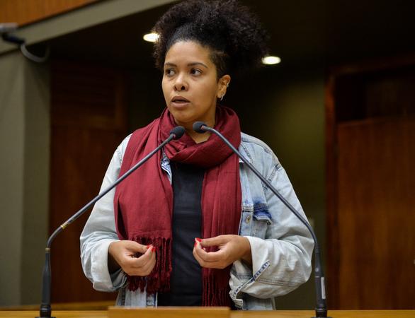 Movimentação de plenário. Na foto: vereadora Karen Santos.