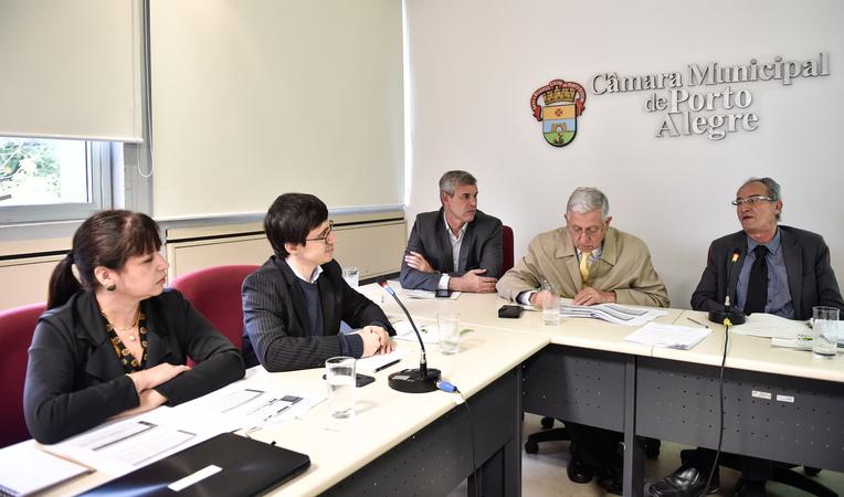 Apresentação de relatório do Observatório Social do Brasl. Bruno Morassuti e Carla Fátima Pereira da Silva fizeram as principais apresentações