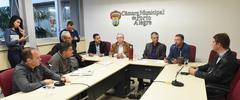 """Reunião para debater a """"Lei Geral dos Táxis""""."""