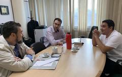 Vereador Claudio Janta em reunião na Secretaria Municipal de Saúde (SMS)