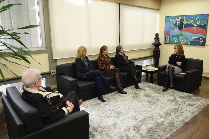 Presidente Monica Leal recebe representantes do movimento da criança e do adolecente.