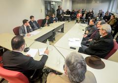 Reunião para debater o cumprimento da Lei Geral dos Táxis em Porto Alegre.