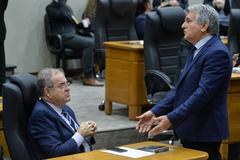 Vereadores Idenir Cecchim (MDB) e Nelcir Tessaro (DEM) em plenário nesta quarta-feira