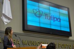 """Exposição e explanação sobre o Projeto """"O Amor que Queremos"""" de empoderamento feminino. Na foto, a presidente do Instituto Tulipa, Milena Demaman."""