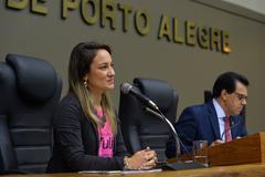 """Exposição e explanação sobre o Projeto """"O Amor que Queremos"""" de empoderamento feminino. Na foto, a presidente do Instituto Tulipa, Milena Demaman e vereador Alvoni Medina."""