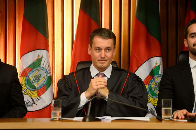 Presidente Mônica Leal participa da sessão solene de posse do procurador-geral de Justiça do Estado, Fabiano Dallazen.