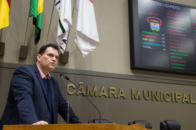 Tribuna Popular com a Associação Brasileira de Alzheimer-RS. Na foto: diretor-jurídico da entidade, Rafael Furtado