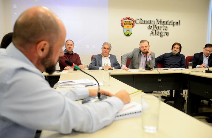 Comissão debate o plano de carreira dos médicos do Município.