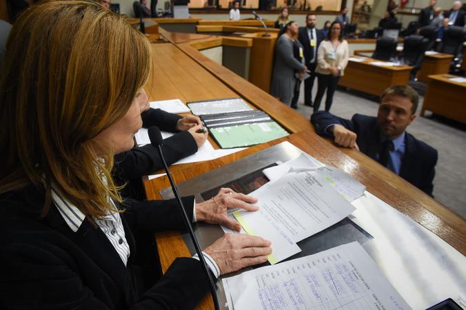 Movimentação de Plenário. Na foto: presidente da CMPA, vereadora Mônica Leal