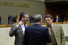 Movimentação de plenário. Na foto, vereadores Roberto Robaina, Idenir Cechim e Professor Alex Fraga.
