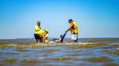 Projeto garante equipamentos para banho de deficientes em praias de POA