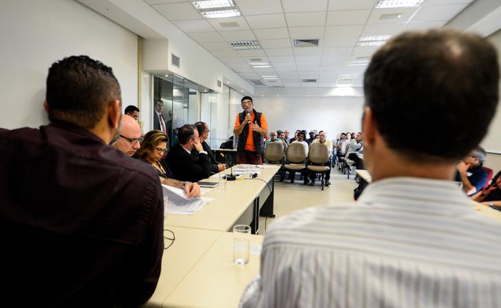 Comissão debate a regularização da praça na Vila Davi Canabarro.