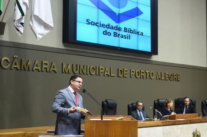 Período de Comunicações Temático com a Sociedade Bíblica do Brasil. Na foto, vereador Hamilton Sossmeier