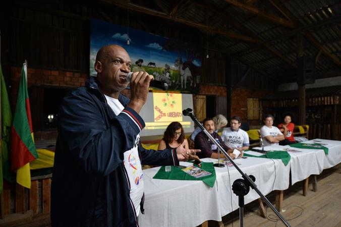 Reunião Pública no bairro Sarandi para tratar sobre o fechamento de ensino médio e técnico da Emeb. Liberato Salzano Vieira da Cunha.
