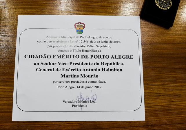 Sessão Solene de Outorga do Título de Cidadão Emérito de Porto Alegre ao Senhor Vice-Presidente da República, General do Exército Antônio Hamilton Martins Mourão. Foto da Pré-Sessão.