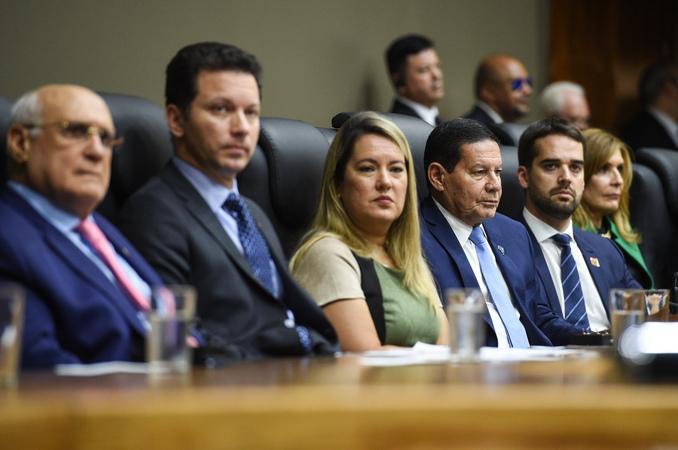 Sessão Solene de Outorga do Título de Cidadão Emérito de Porto Alegre ao Senhor Vice-Presidente da República, General do Exército Antônio Hamilton Martins Mourão.