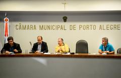Comissão se reúne para debater as  condições das estradas e vias da região extremo sul de Porto Alegre. Na foto, Christian Lima representando a SMURB, os vereadores Paulinho Motorista e Dr. Goulart e Marcelo Demoliner representando o DMAE.