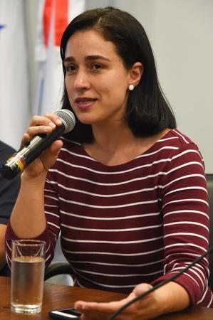 """Palestra sobre Educação Domiciliar """"Homeschooling"""".  Na foto, da esq.: professora da FE/Unicamp, Luciana Muniz Ribeiro Barbosa (palestrante);"""