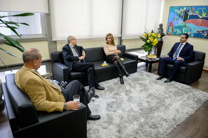 Presidente Mônica Leal recebe Luiz Carlos Camargo, Presidente da Associação das Empresas dos Bairros Humaitá e Navegantes.