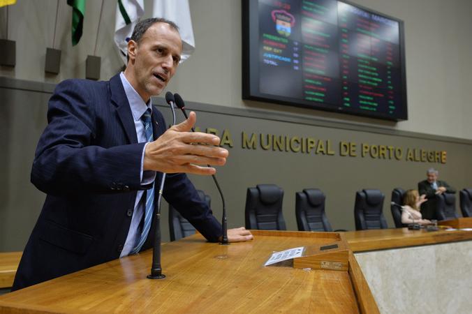 Movimentação de plenário. Na foto, vereador Marcelo Sgarbossa.